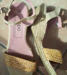Predivne sandale pune pete 39
