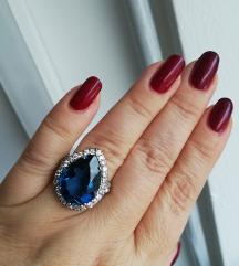 Srebrni prsten s velikim plavim cirkonom