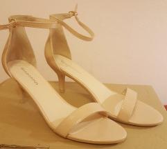 Sandale sa srednjom petom
