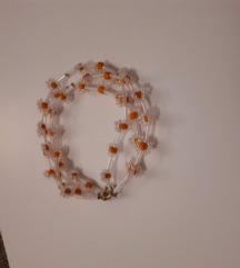 Narukvica s cvjetićima od perlica