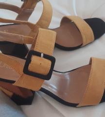 Nove Mass sandale