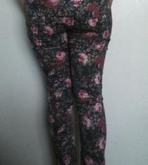% C&A cvjetne hlače