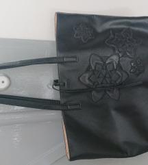 Crna očuvana Desigual torba