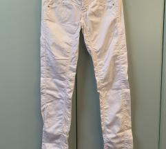 Nove bijele ljetne hlače