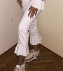 Zara bijele hlace s volanima