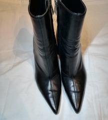Zara 41 crne čizme