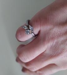 Srebrni prsten sa cirkonima vintage