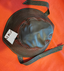 Zara šešir s etiketom