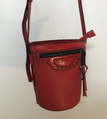 Crvena bucket bag torba
