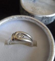 Srebrni prsten 925 sa cirkonom, 3,8 g.