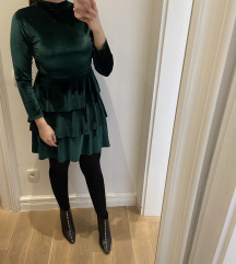 Smaragdno zelena pliš haljina s volanima
