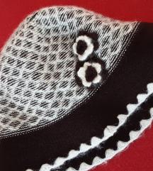 Sesir-kapa vuneni, smedje i bijele boje