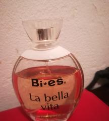 Parfem za poklon