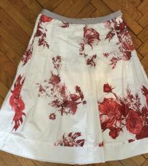 Bijela suknja s crvenim ružama