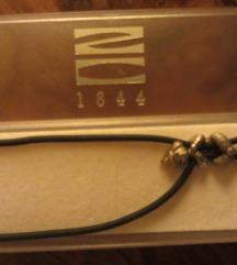 srebrni privjesak na kožnoj ogrlici, novo
