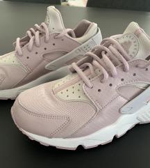 Nike air huarache tenisice br 38.5