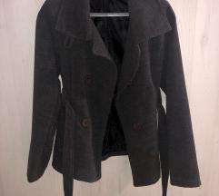 Sivi kratki kaput