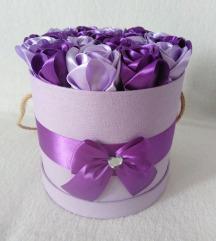 Box sa satenskim ružama