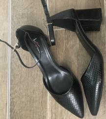 Nove crne cipele u špic