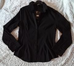 Nova crna košulja