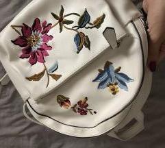 Stradivarius predivan novi cvjetni ruksak