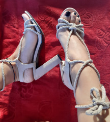 Baby roze sandale na vezanje