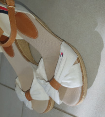 Tommy Hilfiger sandale broj 37