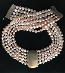 Snizeno biserna ogrlica