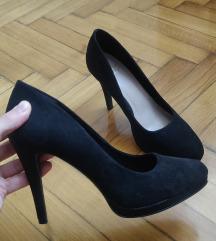 Cipele na petu veliki broj