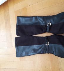 Crne cizme do koljena na punu petu