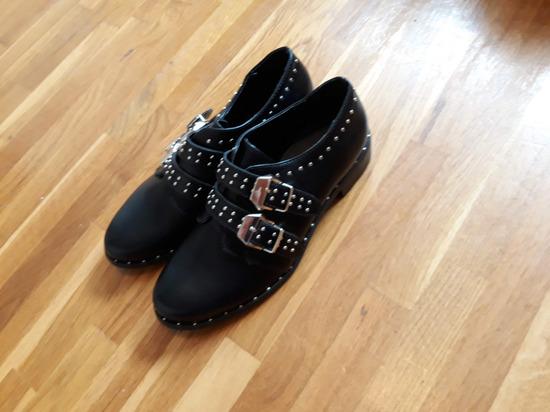 Nove crne niske cipele