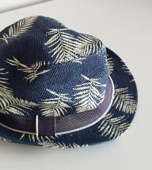 H&M boys šešir vel. 128 - 140