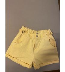 Žute kratke hlače