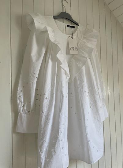Zara bijela haljina s azurom
