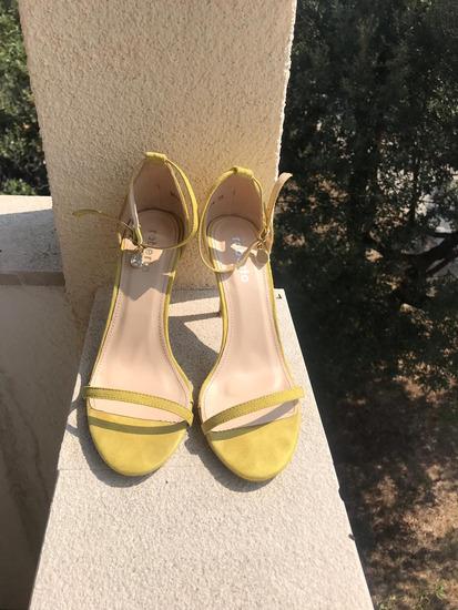 Žute štikle