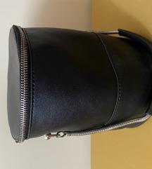 Crna bucket torbica