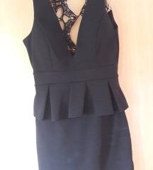 Svečana crna mini haljina s otvorenim ledima