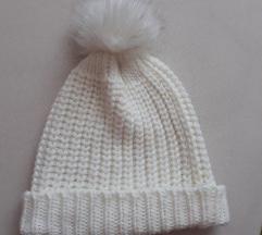 Bijela vunena kapica