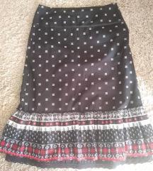Suknja, M, ispod koljena, dolje je čipka