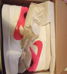 Nove Nike tenisice