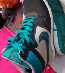 Nike na petu 39