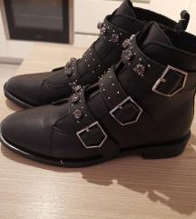 Nove cizme vel 37