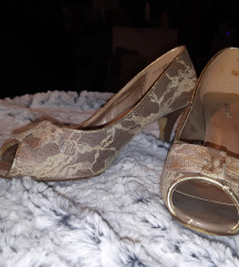 Cipele na peticu ukrasene cipkom