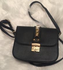 Crna torba sa zlatnim nitnama