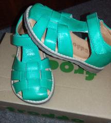 Nove froddo sandale br 24