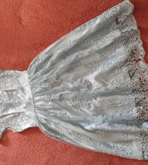Svečana pastelno plava haljina od bogate čipke