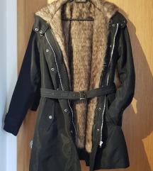Postavljena jakna s umjetnim krznom
