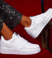 Sniženo Nike Air force A1 star stud tenisice