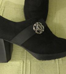 AKCIJA Crne cipele od prave brušene kože