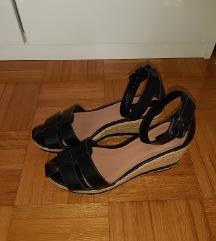 Stradivarius, crne sandale na punu petu